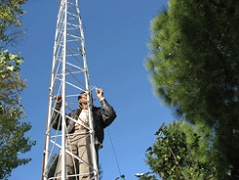 Antenna tower for wireless seismic network